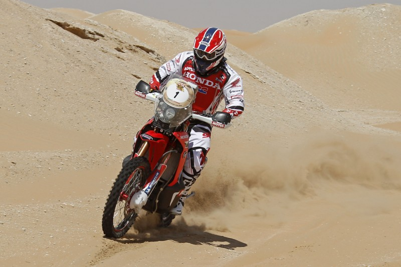 Gonçalves and Barreda take up positions in the first dune-filled stage