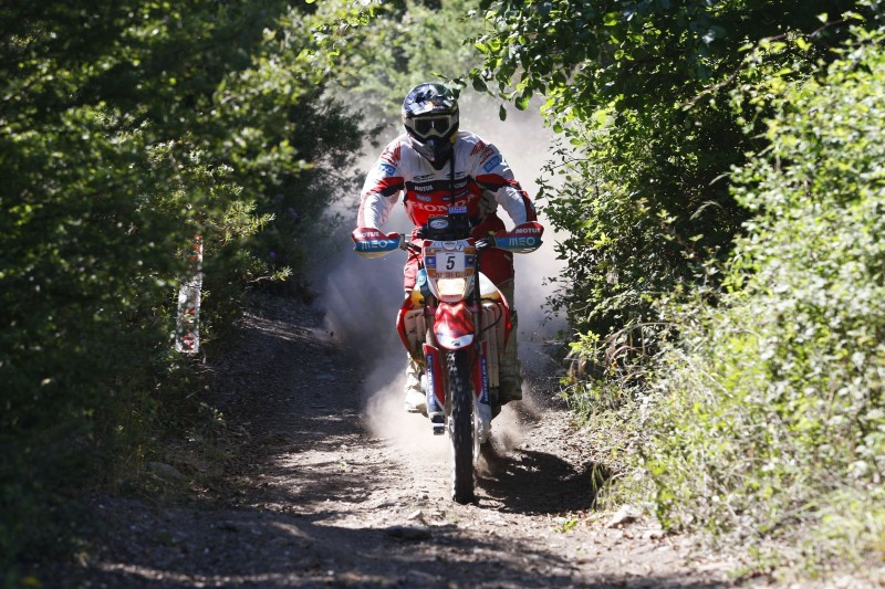 Paulo Goncalves takes the victory and the overall lead after the second stage of the Sardinia Rally. Joan Barreda in third place
