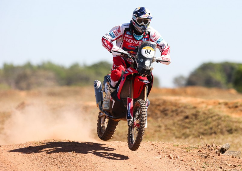 Rodrigues and Goncalves, second and third in the first stage of the Sertoes rally
