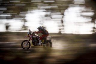 MonsterEnergyHondaTeam_Dakar2021_Benavides_11958_rallyzone