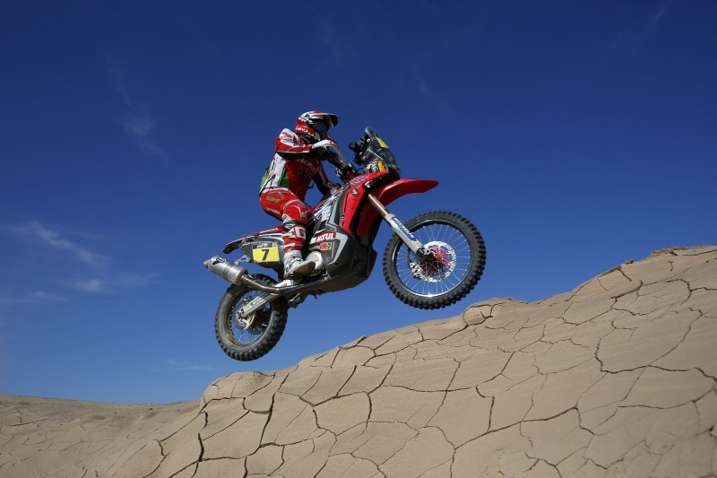 Paulo Gonçalves snatches victory in Uyuni. Epic stage finish for Barreda