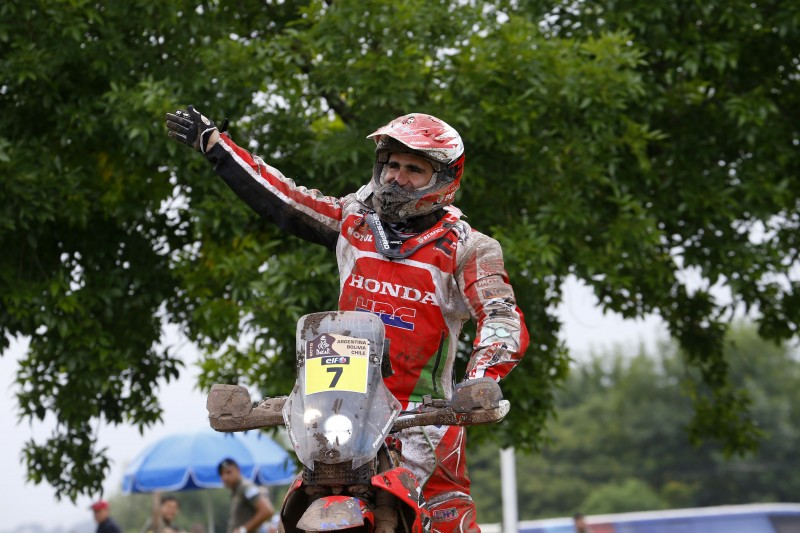 Paulo Gonçalves runner-up in the Dakar. An impressive Laia Sanz ninth