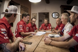 TeamHRC1_DAK16_Meeting_2049_ps