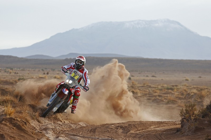 Paulo Gonçalves makes it to the halfway stage as leader of the Rally Dakar 2016