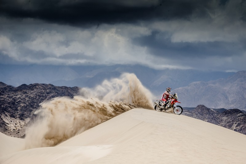 Gonçalves suffers the harshness of the Dakar. Team HRC resolve to go on fighting