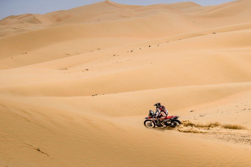El Monster Energy Honda Team en el ecuador del Abu Dhabi Desert Challenge