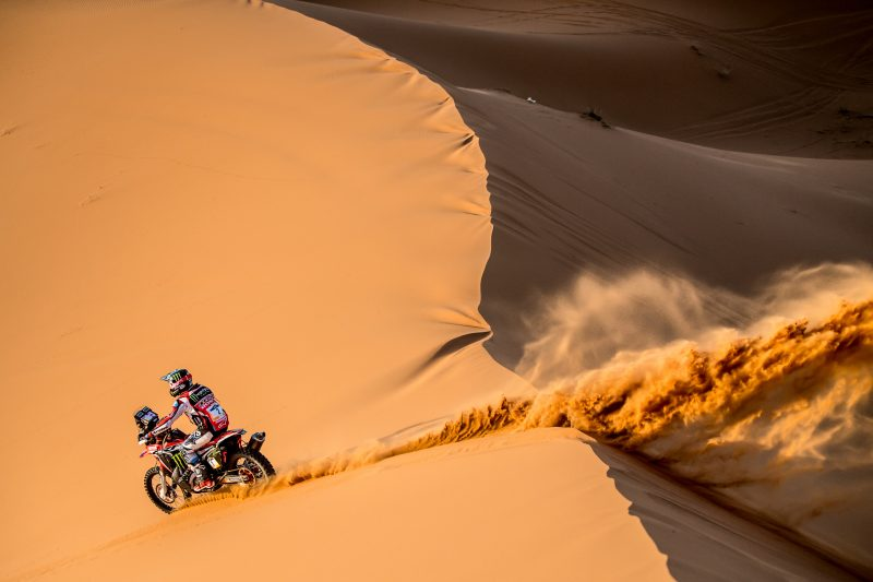 Monster Energy Honda holds the lead in Merzouga. Benavides wins the second stage