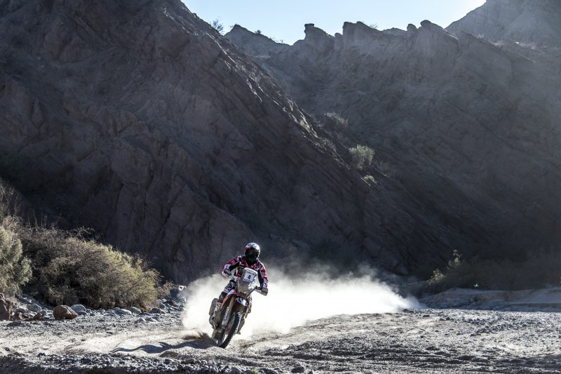 Paulo Gonçalves wins the first stage and leads the Ruta 40. Kevin Benavides falls