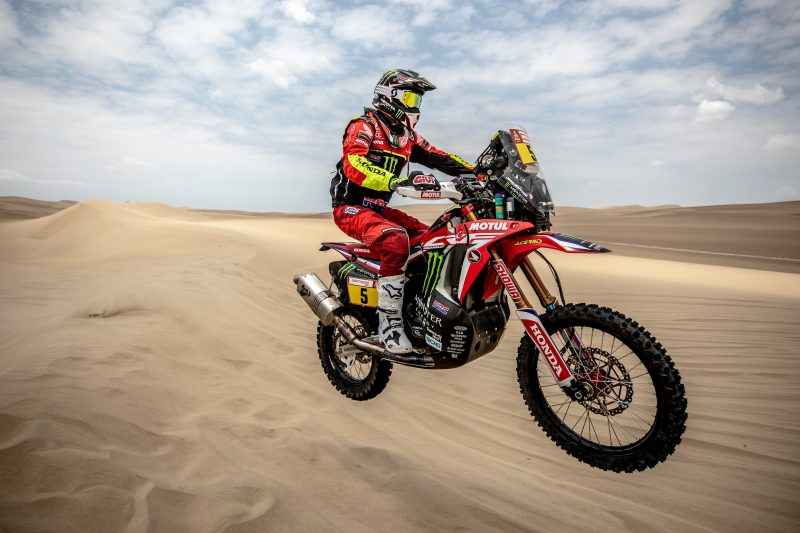 Barreda off to a flying start as the Dakar gets underway in Pisco with Monster Energy Honda in top positions