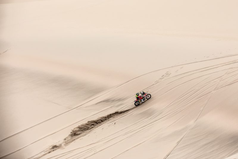 Brabec and Benavides remain in the fight for the Dakar