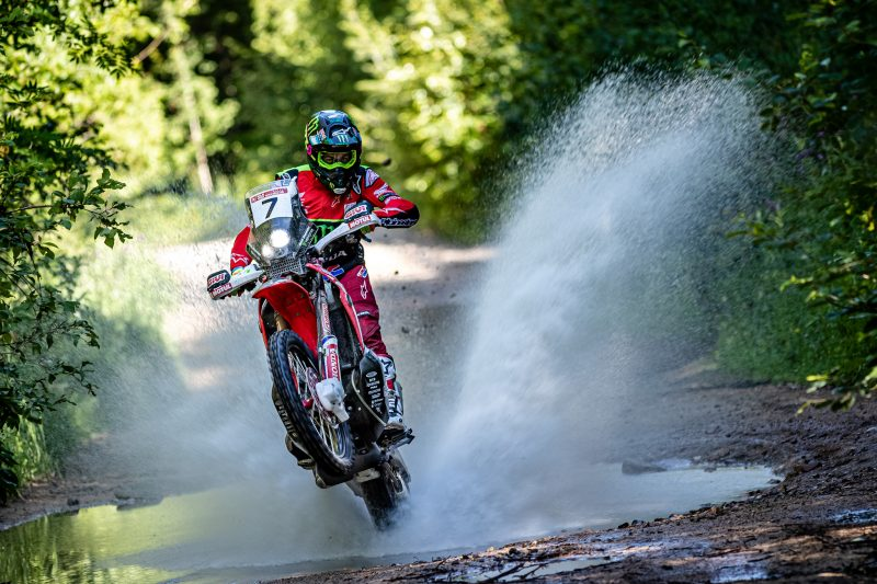 Monster Energy Honda battles in the midst of the Russian taiga. Benavides continues to hold the Silk Way Rally leadership