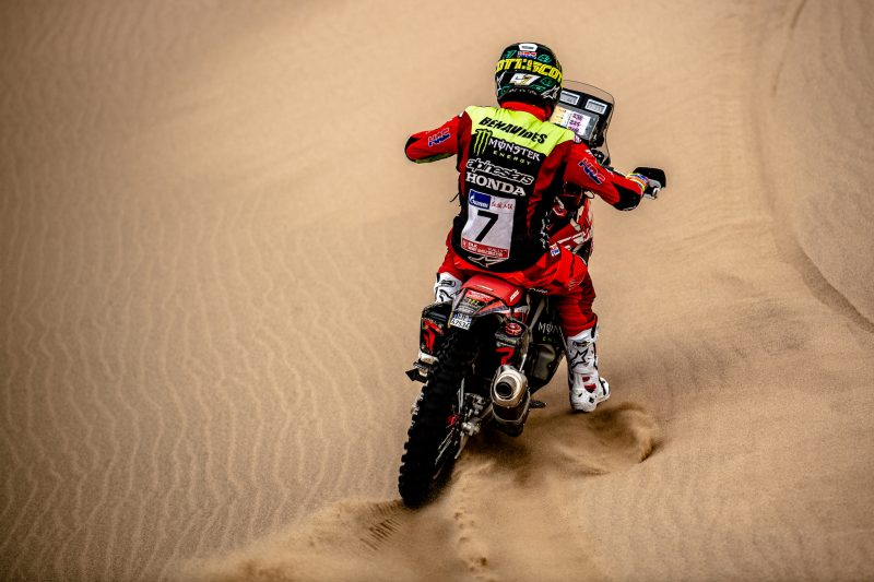 Kevin Benavides makes it three stage victories in the Silk Way Rally, winning the first stage held in China
