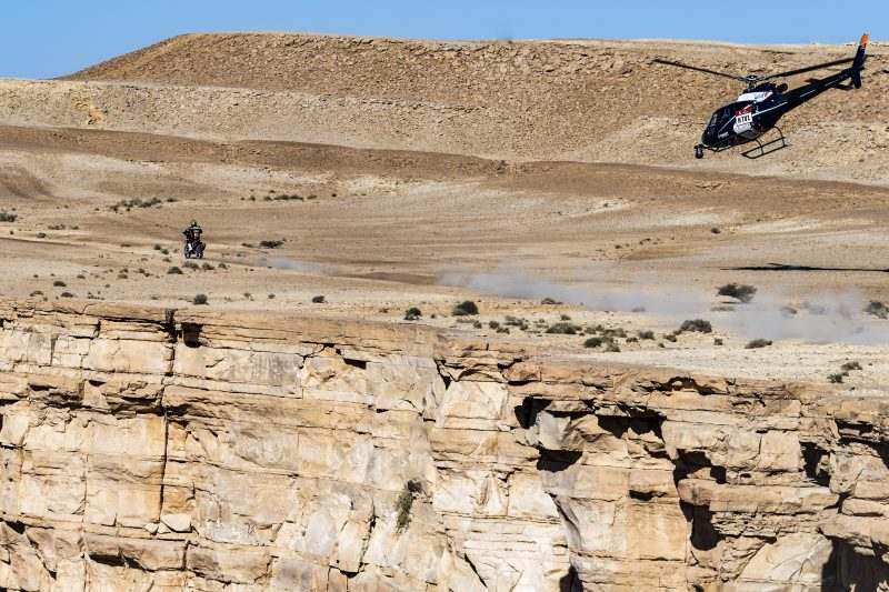 Ricky Brabec remains in command at the Dakar. Barreda, third in the ninth stage