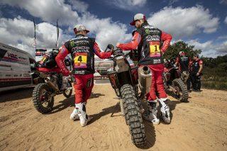 MonsterEnergyHondaTeam_Dakar2021_AMB_10800_rallyzone